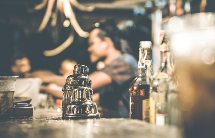Tipping-at-Bars-and-Pub