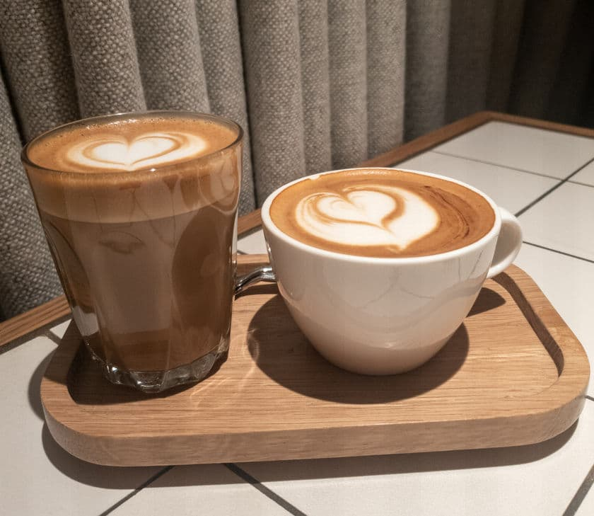 Coffee in a London cafe, should you tip?