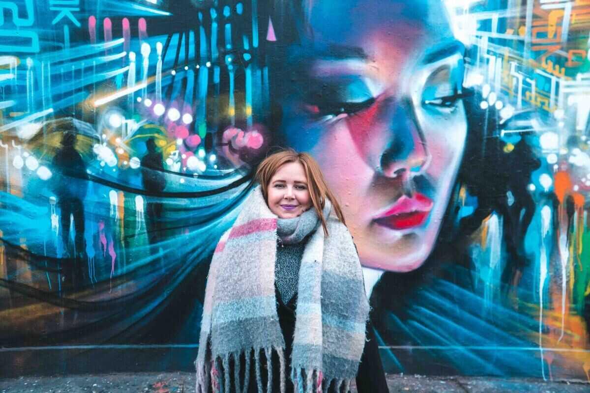 Kat-in-front-of-Street-Art-in-Shoreditch