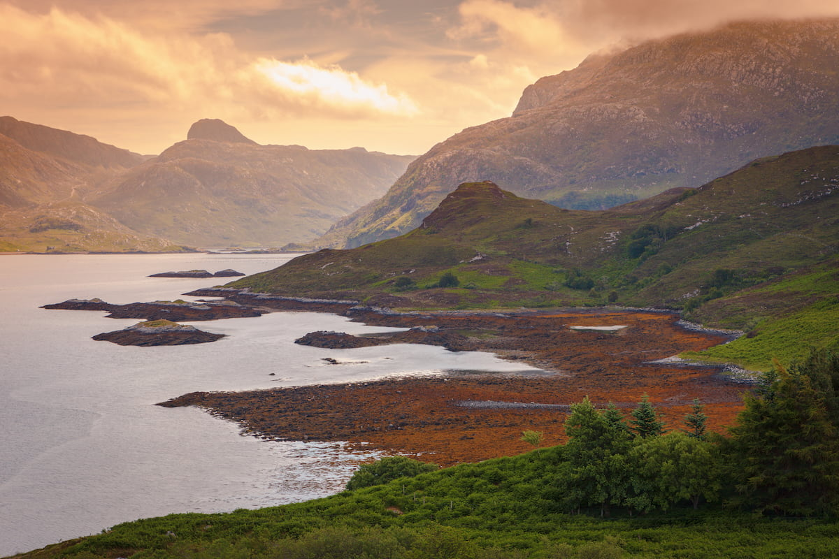 Sunset at the Gleann Dubh loch in Unapool